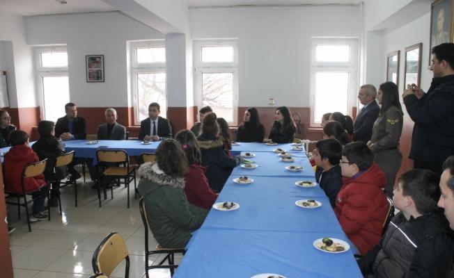 Şehit kızlarından Mehmetçik ve polise mektup