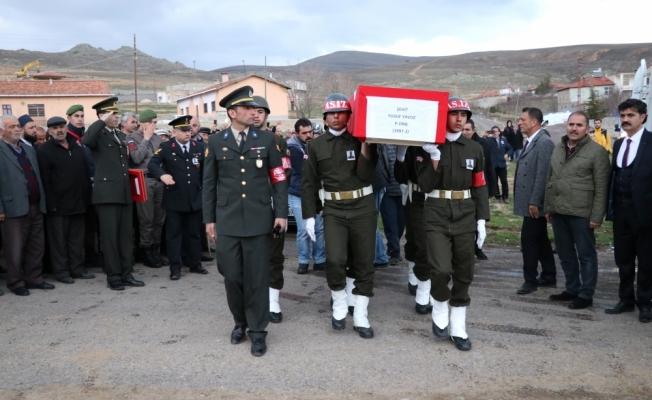 Şehit Piyade Çavuş Yavuz'un cenazesi toprağa verildi