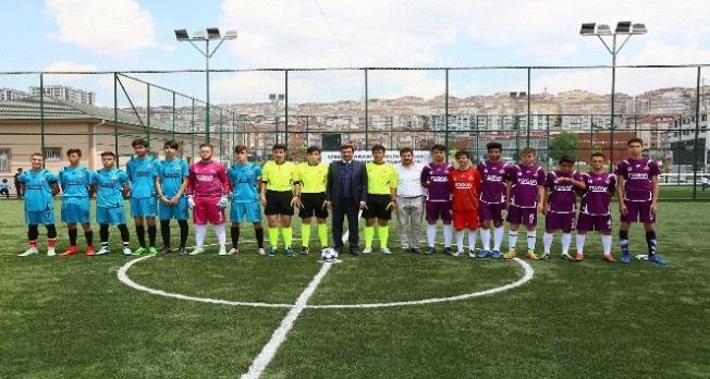 Başkan Ak, Liselerarası Gençlik Futbol Turnuvası'na katıldı