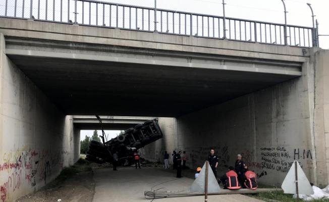 Başkentte Tır Köprüden Düştü! 1 ölü