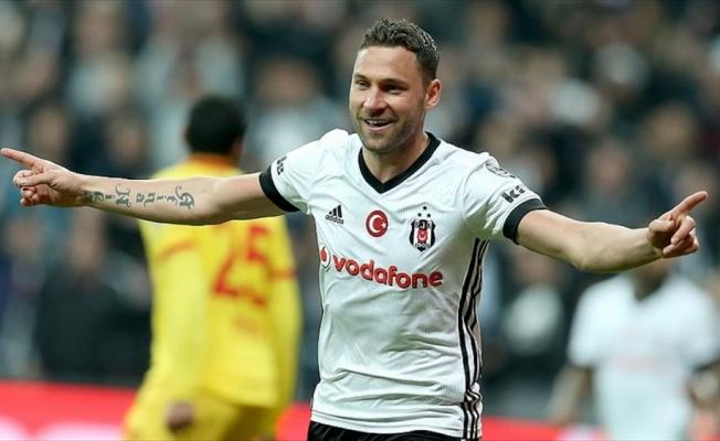 Beşiktaş Tosic'i borsaya bildirdi
