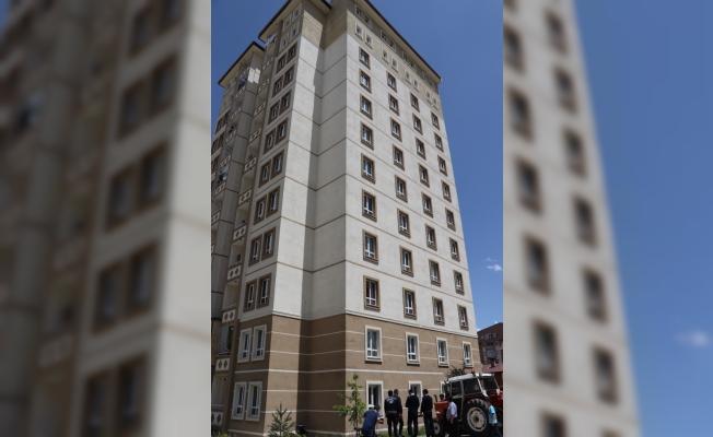 Camdan bakarken nöbet geçiren sara hastası çocuk düşerek öldü