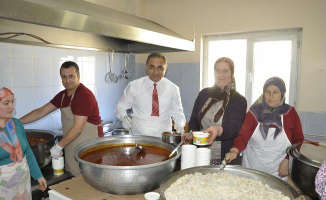 Gürün'de her gün 650 aileye iftar veriliyor