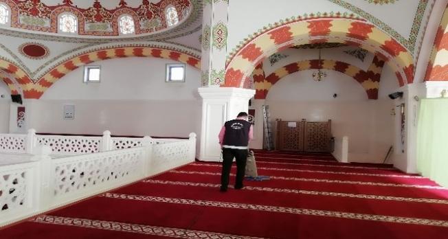 Keçiören'in ibadethaneleri Ramazan'da da mis gibi kokacak