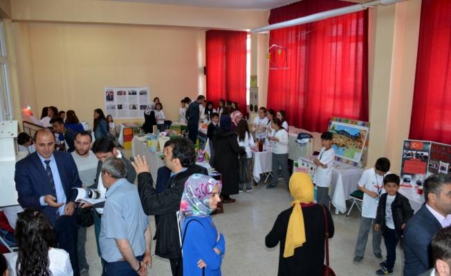 Suşehri'nde bilim fuarı açıldı