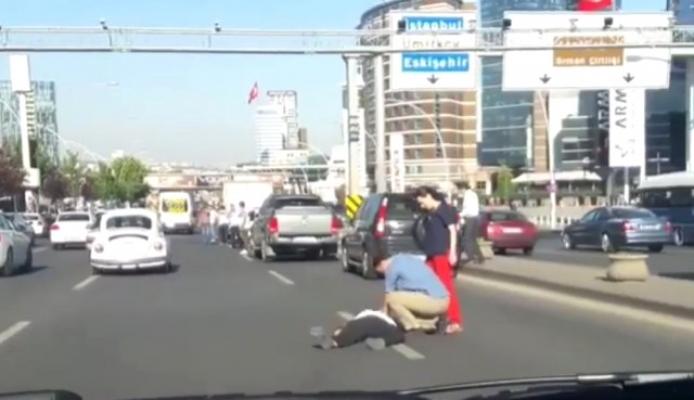Arabasıyla Çarptığı Yayaya Kalp Masajı Yaptı