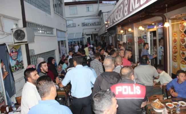 Seyyar satıcılar zabıta memurlarına saldırdı: 2 yaralı