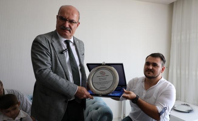 ATO Başkanı Baran'dan 15 Temmuz gazisine ziyaret