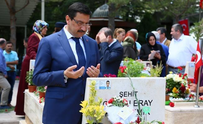 Başkan AK, 15 Temmuz Şehitlerini Kabri Başında Ziyaret Etti!