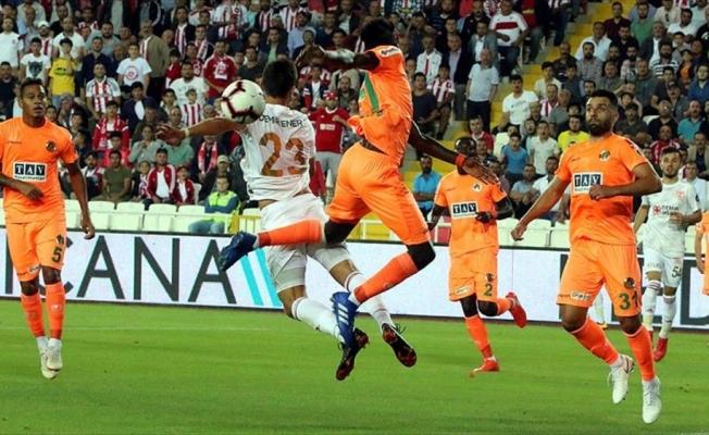 Demir Grup Sivasspor lige 3 puanla başladı