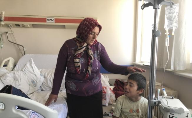 Annesiyle halı yıkayan çocuk maganda kurşunuyla yaralandı