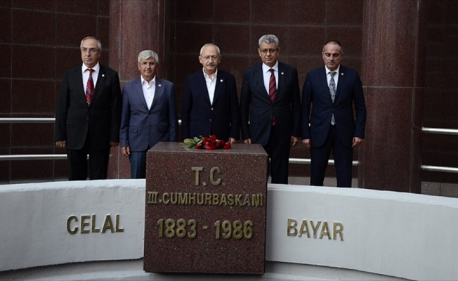 Kılıçdaroğlu, Celal Bayar'ın mezarını ziyaret etti
