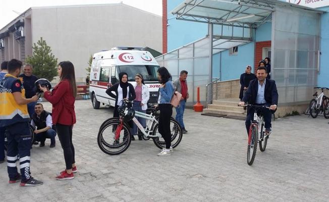 Sağlıkçılar sağlık için bisiklet sürüyor