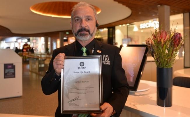 Avustralya'da kalbi duran kişiyi hayata döndüren Türk'e kahramanlık ödülü