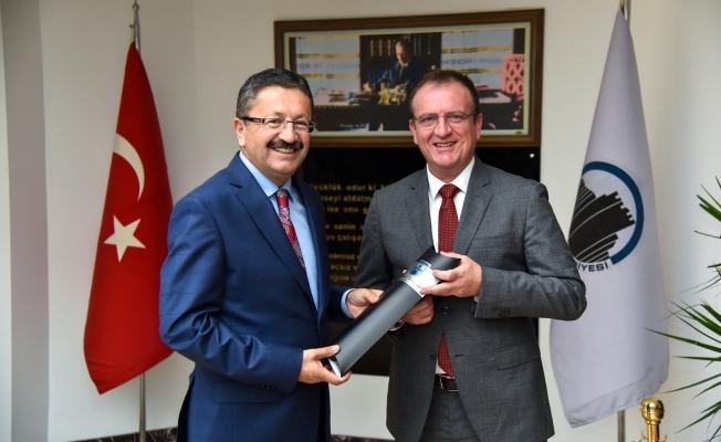 Başkan Tiryaki Gostivar Belediye Başkanı'nı ağırladı