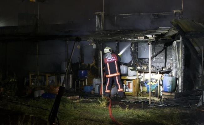 Başkentte baraka yangını