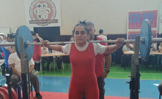 Çankaya'nın Şampiyon Halterci!