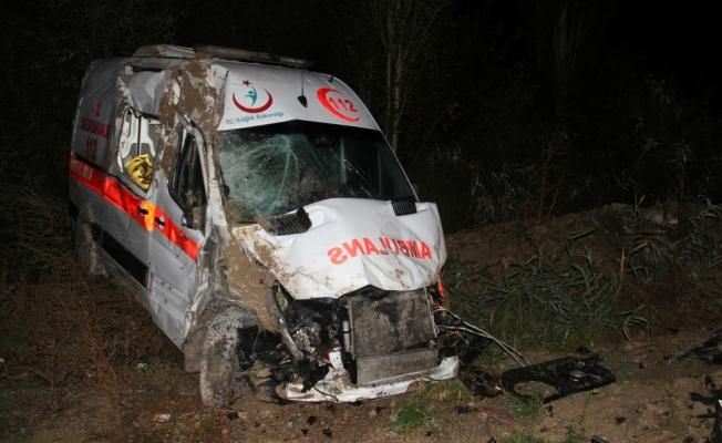 Konya'da ambulans şarampole devrildi: 4 yaralı