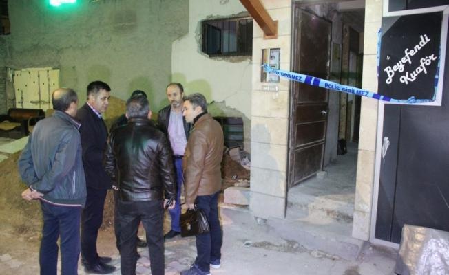 Mühürlenen binada erkek cesedi bulundu