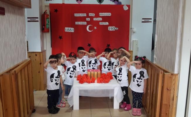 Minikler Atatürk'ü Andı!