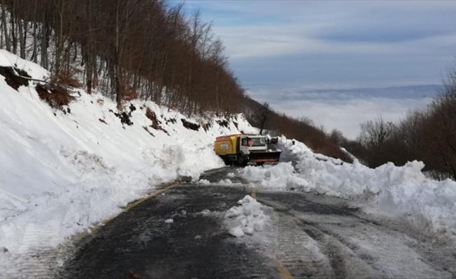 Kartepe'de kar kalınlığı 72 santimetreye ulaştı