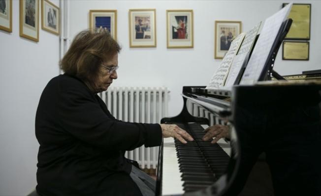 Piyanoya 78 yıldır aşkla adanan ömür: Ayşegül Sarıca