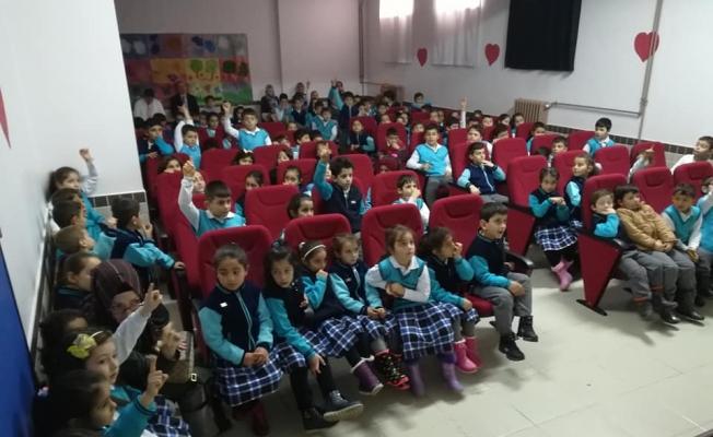 Beyşehir'de jandarmadan öğrencilere trafik semineri