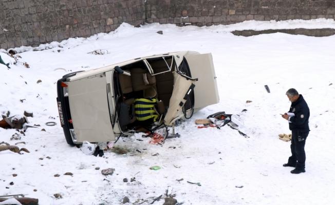 Kayseri'de otomobil köprüden düştü: 1 yaralı