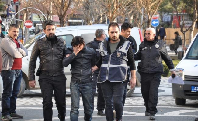 Araba çalıp satan şebeke üyeleri Akşehir'de yakalandı