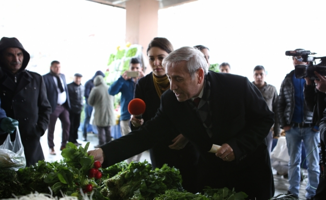 CHP'li Kaya, pazar alışverişi yaptı
