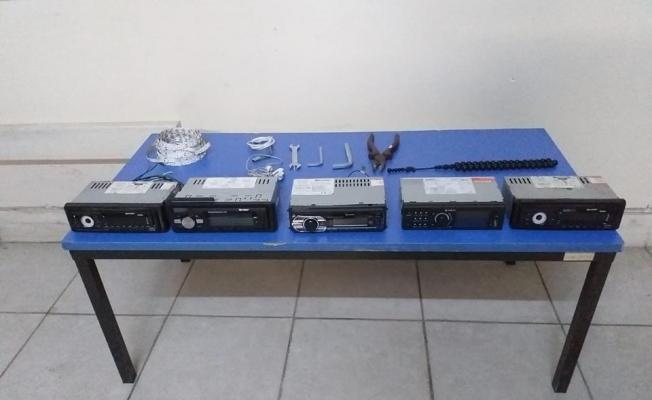 Sivas'ta araç teybi hırsızlığı