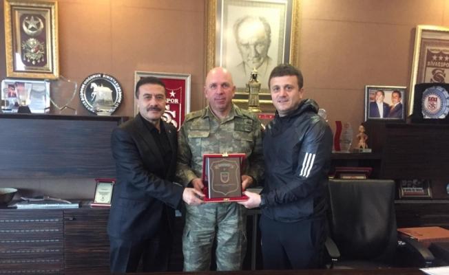 Tugay Komutanı Tuğgeneral Erbakan Sivasspor'u ziyaret etti