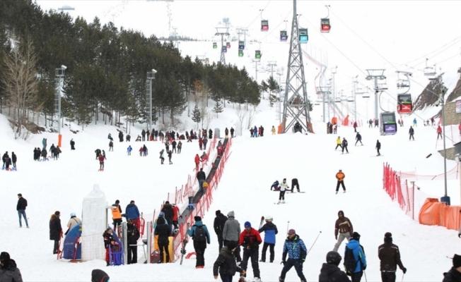 Doğu'daki kayak merkezlerinde 'ilkbahar' yoğunluğu