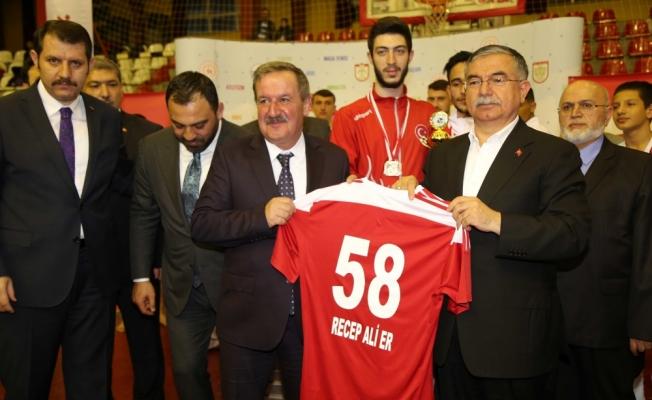 Gençlik ve Spor Bakan Yardımcısı Yerlikaya Sivas'ta