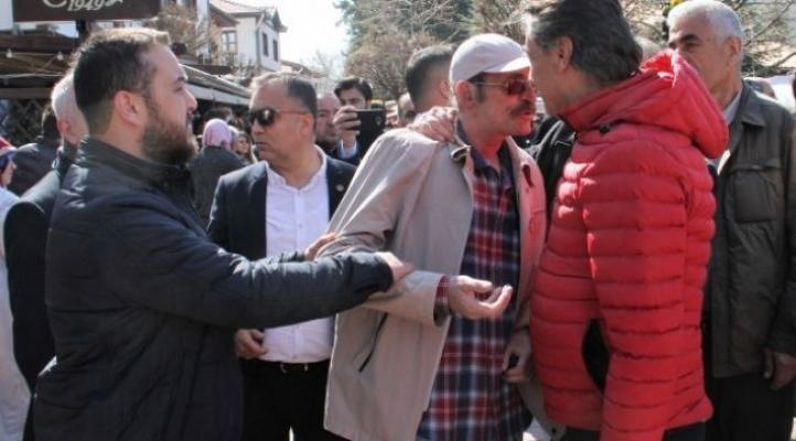 Mansur Yavaş'a Muhsin Yazıcıoğlu kabri ziyaretinde şok tepki