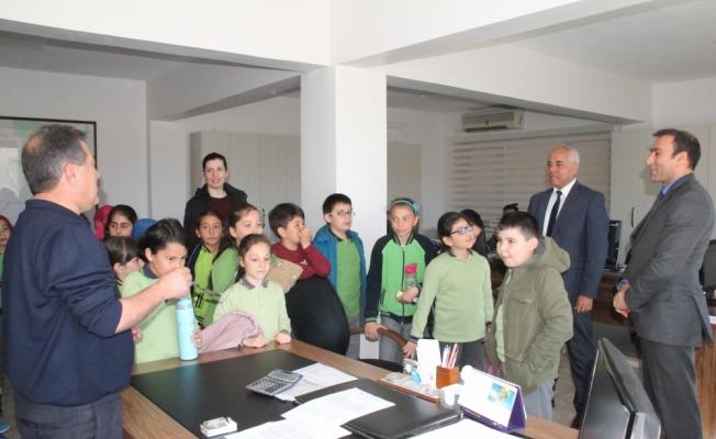 Öğrenciler yerel yönetimler dersini belediyede yaptı