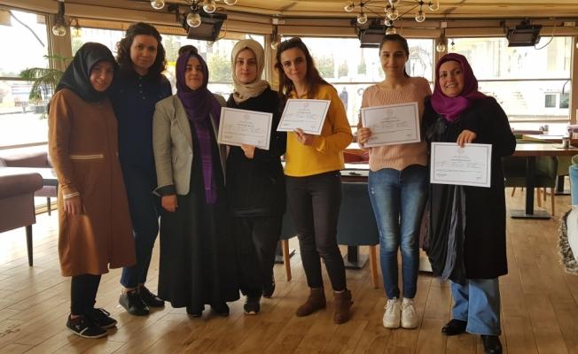Muhasebe kursunu tamamlayan kadınlara sertifika verildi