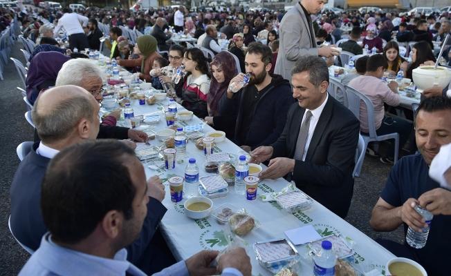 4 bin kişi aynı sofrada iftar açtı