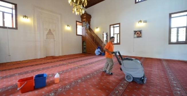 Altındağ'da camiler bayrama hazır