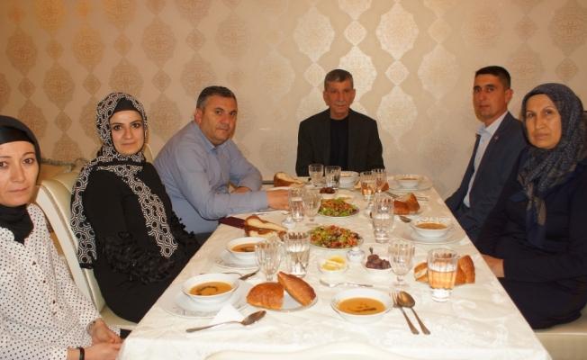 Çubuk Belediye Başkanı Baki Demirbaş'dan şehit ailesiyle iftar