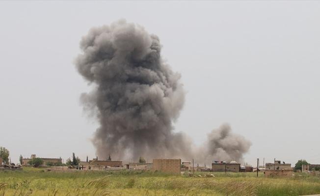 Esed rejimi İdlib'e yoğun saldırılarını sürdürüyor