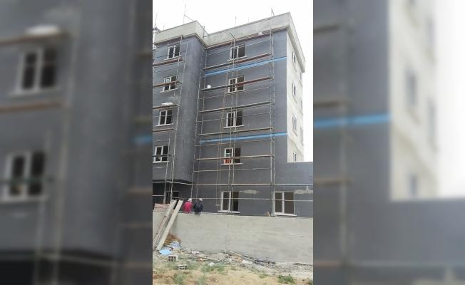 Aksaray'da inşaattan düşen işçi ağır yaralandı
