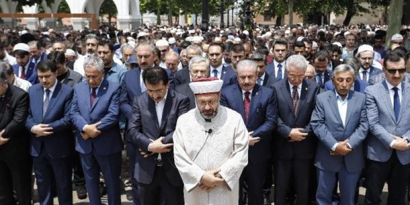 Başkentte Mursi için gıyabi cenaze namazı