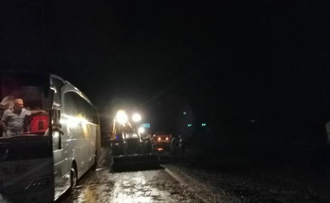 Kırıkkale-Yozgat kara yolu sel nedeniyle trafiğe kapatıldı