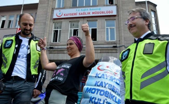 Meme kanseri farkındalığı için Türkiye'yi motosikletiyle dolaşıyor