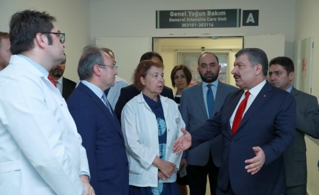 Bakan Koca'dan Nuri Pakdil'e hastanede ziyaret