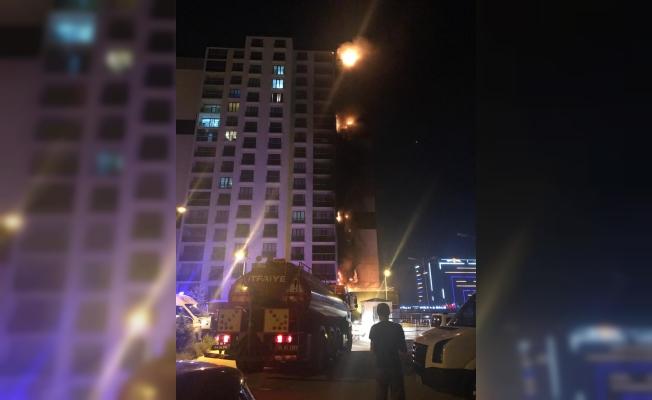 Başkentte 16 katlı binada yangın çıktı