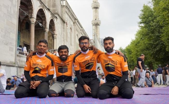 Bisikletle Londra'dan Medine'ye pedallayan grup İstanbul'da