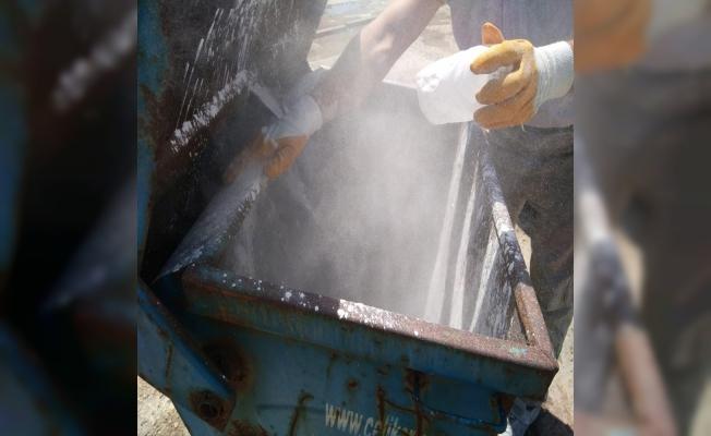 Çöp Konteynerleri kireçleniyor