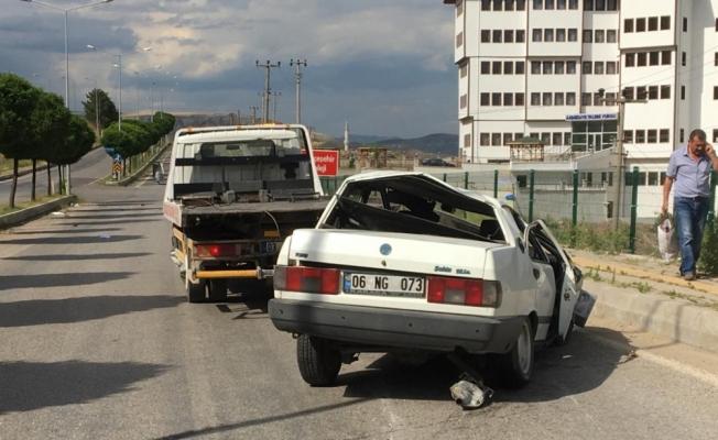 Devrilen otomobildekileri emniyet kemeri kurtardı